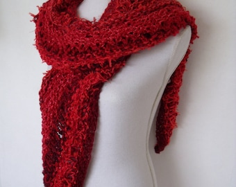 mixed red triangle stole in openwork pattern (200 cm x 50 cm)