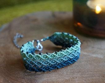 Adjustable macrame bracelet in green blue colors