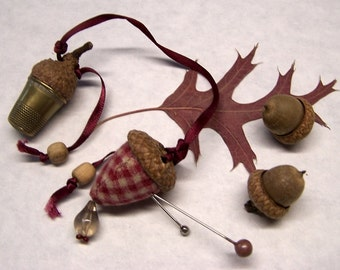 Cute As Can Be  Sewing Needle Emery/Pin Cushion with Acorn Cap  & Thimble Holder w/Antique Brass Thimble - THIMBLE1