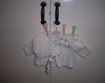Beautiful white lace baby girl set. Cardigan, Bonnet, Bootees & Mittens size 0-6 months