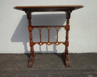 Table Accent Side End Victorian Traditional Carved Wood Nightstand Bedside  Entry Way Vintage Mahogany Neoclassical Antique