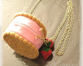 Pochette Biscuit ice cream - Strawberry flavour.