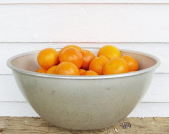 big aluminum bowl ~ rustic aluminum bowl ~ rustic mixing bowl ~ big metal bowl ~ farmhouse antique