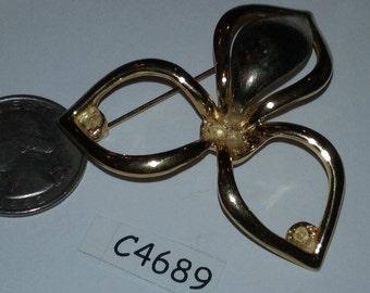 Vintage old stock finding brooch c4689