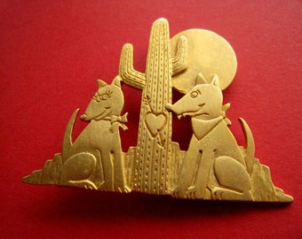 PIN dogs or coyotes with cactus, Golden, vintage 80