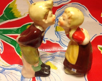 Vintage hand painted kissing couple salt and pepper shakers-Japan