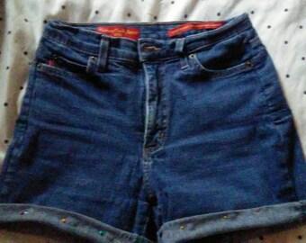 Cuffed Highwaisted Shorts