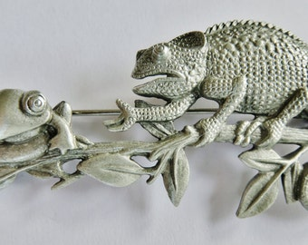 JJ Jonette Chameleon And Frog Chat On Tree Limb Brooch Pin