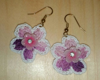 Crocheted Flower dangling earrings