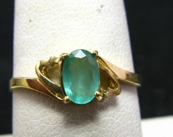 Precious Emerald Ring in 14k Yellow Gold - Size 7