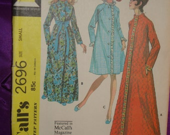 1970s 70s Vintage Front Close Long Raglan Sleeve Robe Knee or Floor Length COMPLETE McCalls Pattern 2696 Bust 30.5 32.5 Inches 80 83 Metric