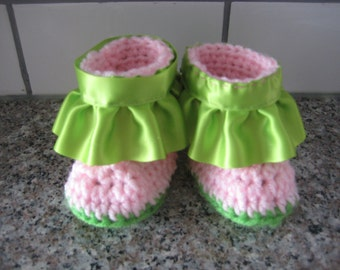 Crochet baby booties with ruffle,pink and green