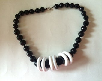 """1980s Black and White Chunky 18"""" Necklace"""