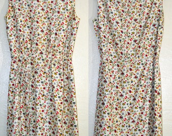 Adorable 1950s or early 1960s Vintage Dress with Berries, Butterflies & Flowers in Size Small to Medium