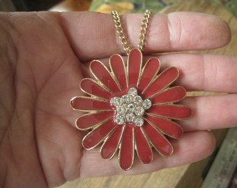 Vintage Gold Tone  Red Enamel And Clear Rhinestone Daisy Flower Pendant Necklace (639)