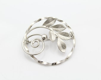 Charles Reis Vintage 1960s Circle Branch Holly Brooch in Sterling Silver. [7473]