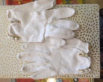 1950s //  White Cloth Gloves W/ Button Enclosures