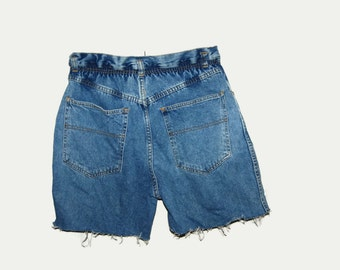 Vintage high waisted cut of shorts