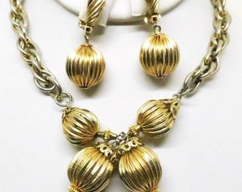 Jewelry Set - Vintage, Gold Tone, Necklace and Clip-on Earrings Set