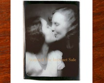 1950s Porn Lesbian Kiss Photobooth 1940s 1950s Photo booth