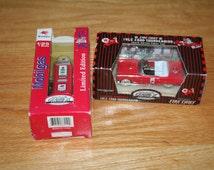 Gearbox Collectible Texaco 1956 Ford Thunderbird Diecast Toy Car & Mobilgas Pump