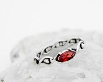 Silver ring with Garnet, silver garnet ring, silver ring vinous stone, garnet ring