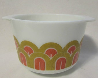 PYREX Bowl 343, 1 1/2 Quart, Fish Scale/Arches Design, 1970's