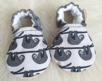 Sloth Baby Shoes, Sloth Baby Boy Shoes, Sloth Baby Booties, Sloth Baby Clothes, Baby Boy Shoes, Gray baby Shoes, Baby Shoes, Baby Booties