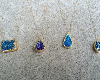Small, short druzy necklace (Blue)