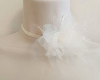 Ras neck ivory satin ribbon necklace, composed of ivory organza flowers, wedding flowers necklace