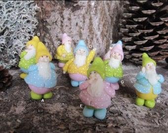 PETIT NAIN de la forêt, printemps, couleur pastel, porcelaine froide saeljana