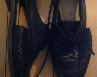 Black pu leather cut-out shoes size 7us