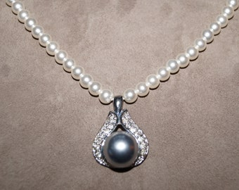 80's Pearls Necklace wit Pendant Cultured Pearls
