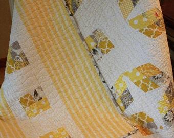 Hello Sunshine, a crib quilt