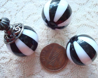 16mm Black & White Striped Acrylic GumBall Beads. 10pc. Striking, Unique Acrylic Beads. Lightweight. Limited Supply  ~USPS Ship Rates/Oregon