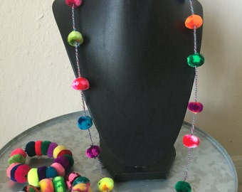 Set Pom Pom necklace and bracelet