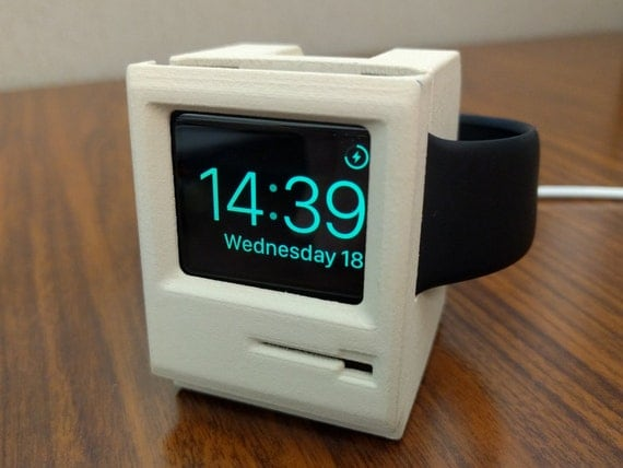 Klassische Macintosh Apple Watch Stand gestylt