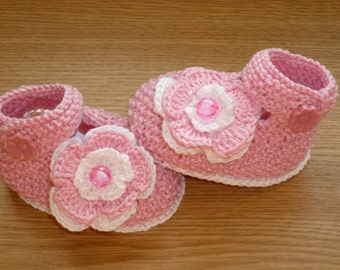 Pink, Knit Baby boots, knit girls boots, knit Baby booties, pink, baby girls shoes , knitted baby shoes, handmade