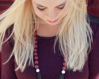Silicone teething necklace - black and brick red