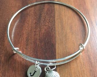 SeaShell initial bracelet, Seashell jewelry, beach bracelet, ocean jewelry, sea bracelet, beach jewelry, silver sea shell bracelet