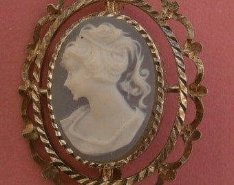 B656) A lovely small vintage filigree silver tone metal blue glass cameo lady oval brooch