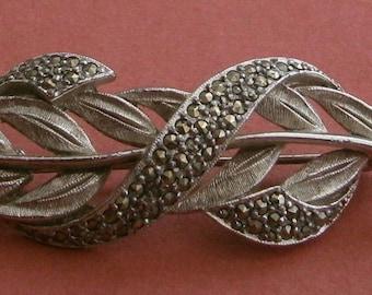 B415)  A elegant silver tone metal marcasite grass leaf brooch