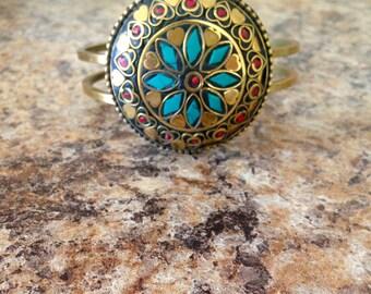 Clamp bracelet.