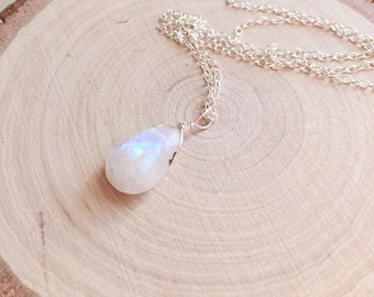 Moonstone Necklace - Rainbow Moonstone - June Birthstone - Moonstone Jewelry -Moonstone Crystal Necklace