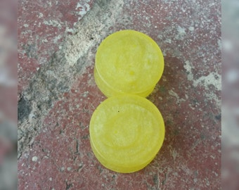 Creamy yellow plugs