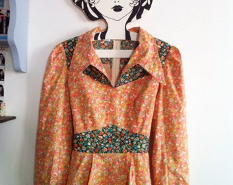 70s blouse, floral print on apricot and dark green, pointed collar, ties up at the back / extra small - small