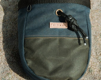 Waxed Canvas Chalk Bag - Olive & Navy, climbing chalk bag, chalk pot,  bouldering, boulder bag, climbing, Fernweh UK, Fernweh Chalk Bag