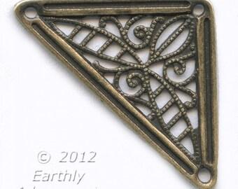Brass filigree triangle. Pkg. of 1. b9-0823(e)
