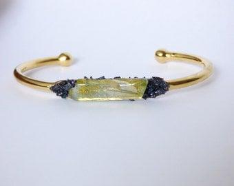 Raw Crystal Cuff Bracelet, Boho Chic Jewelry, Shiny Gold Bracelet, Modern Mineral Bracelet,Crystal Cluster Point Bracelet, Rough Gemstone