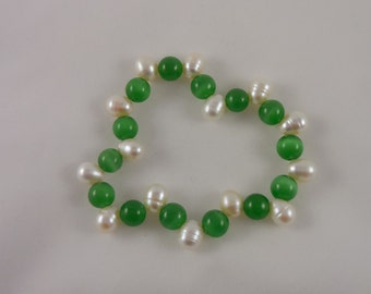 8mm Green Catseye and Freshwater Pearl Stretch Bracelet